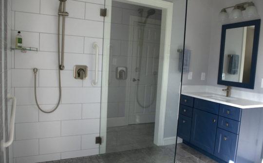 Vartanian_bluebathroom_4777