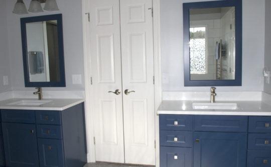 Vartanian_bluebathroom_4814